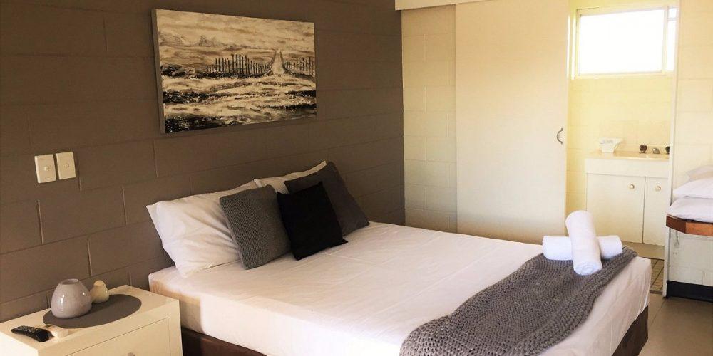 standard-room-1-queen (2)